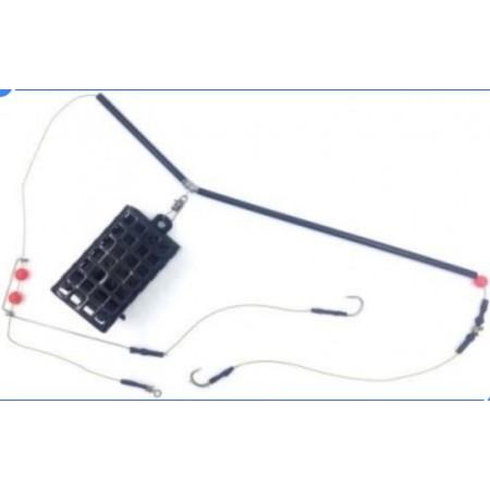 Sistemėlė su kvadratine metaline šėryklėle ir 2 kabliukais